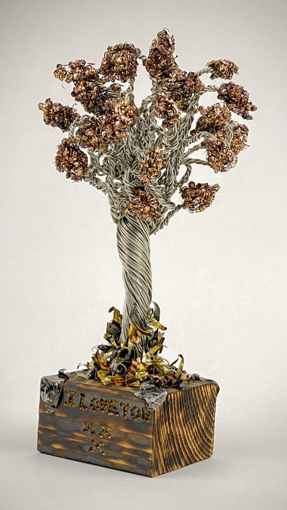 Final-wire-tree-sculpture-love-never-dies-by-weaam-hassan
