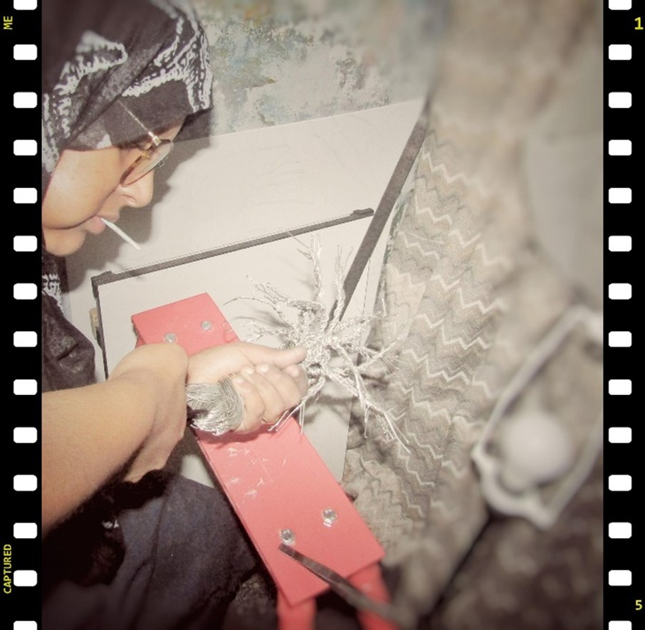 cutting-soldering-wire-tree-sculpture-staying-strong-by-weaam-hassan